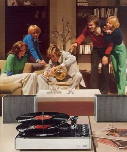 Nothing goes with a nice social evening with good friends in than a stack o' wax on the Hi-Fi and some refreshing libations (Martini & Rossi on ice, perchance?). Now that's nice!