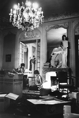 HAVE YOU SEEN YOUR OTHER, BABY, STANDING IN THE SHADOWS? Keith and Mick jamming at Keith's villa at Nellcote, 1971. Note the Jagger