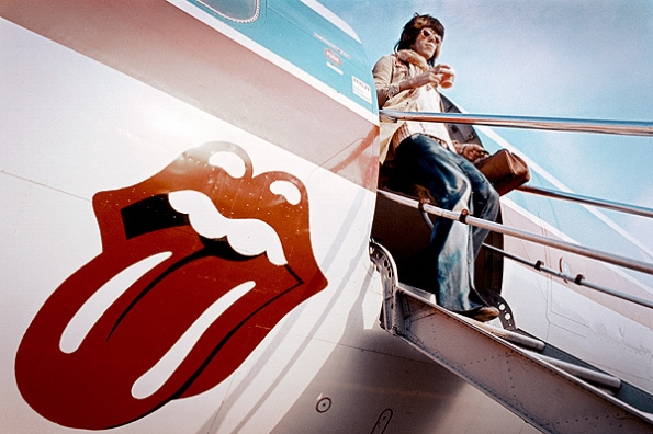 Keith delicately de-planes without spilling a drop, 1972.