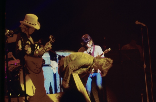 A bend or a curtsy on stage in '72 ... or is it just warming up for the next number?