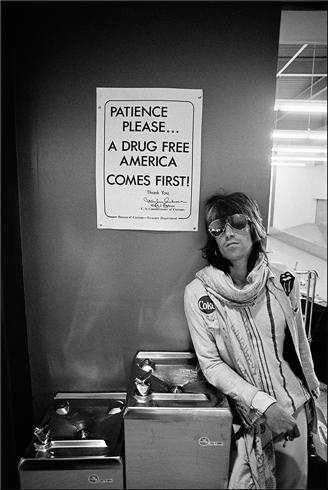 Patience Please. Coke-lover Keith teaches the world to sing while he waits for his dealer? Photo by the great Ethan Russell.