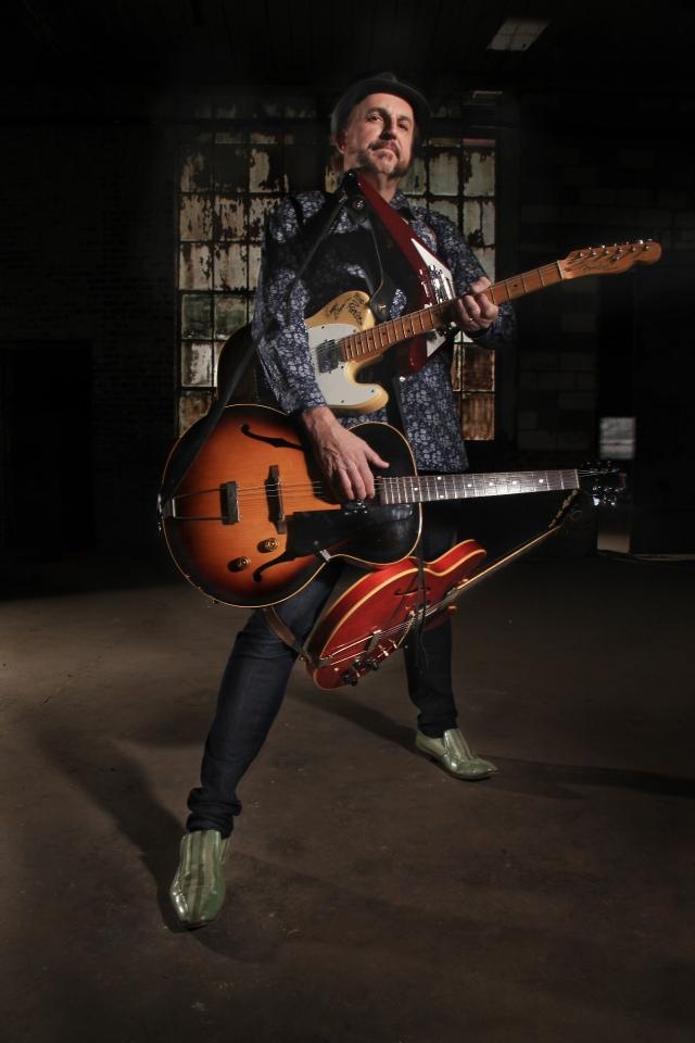 It only SOUNDS like four guitars! Ted Drozdowski of the Scissorman. Photo by Bill Steber